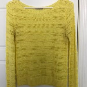 Knitted yellow Bershka sweater.